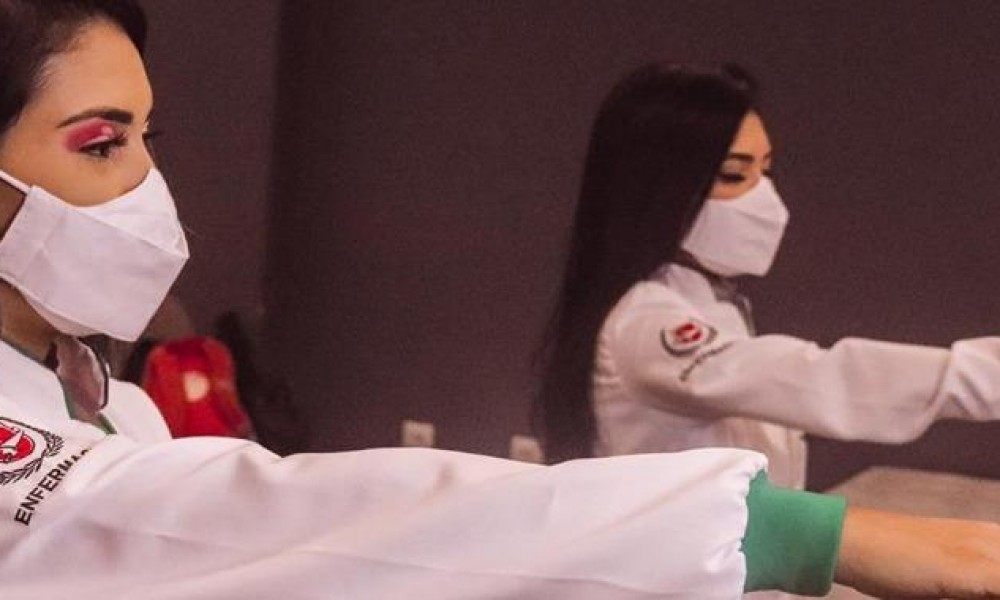 Alunos de enfermagem da FINAMA são presenteados durante cerimônia do jaleco