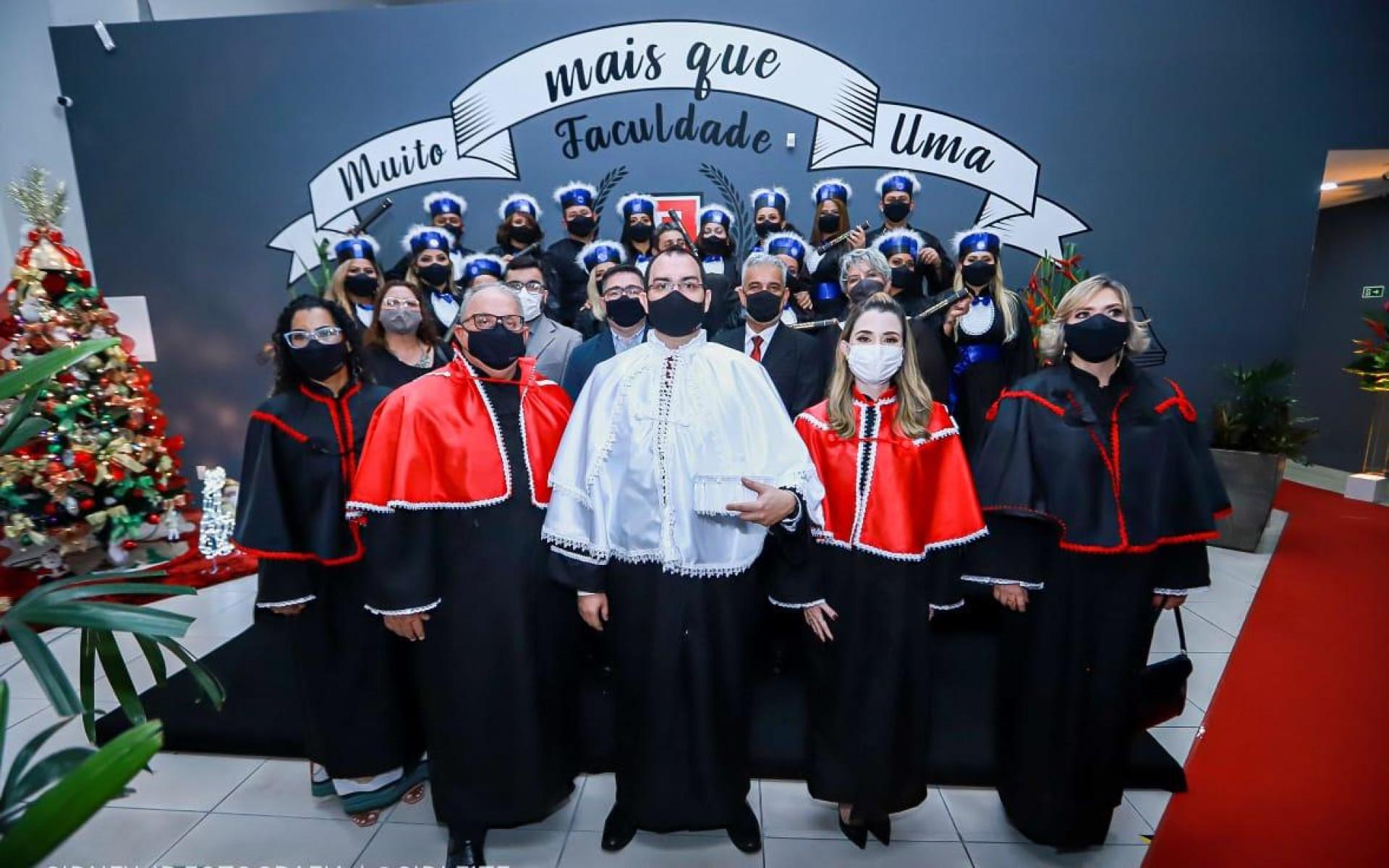 FINAMA realiza primeira solenidade de formatura, apresenta bandeira e lança orquestra